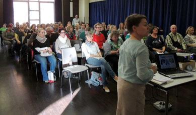 Die Stühle bei den Vortragsreihen waren immer gut besetzt, hier beim Vortrag von Frau Knoche aus Altenhausen.