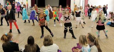 Die Tanz- und Minimäuse boten wieder einmal tolle Tanzeinlagen.