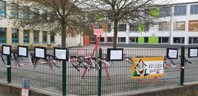 Eine Mahnung an der Grundschule Flechtingen macht auf das Problem aufmerksam