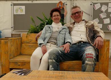 Voll bequem diese selbst kreierten Sofas aus Holz
