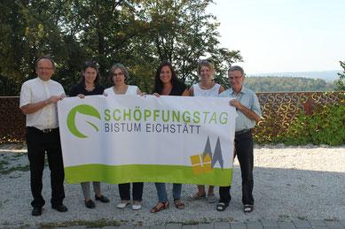 Das Planungsteam trifft letzte Vorbereitungen auf dem Habsberg, Foto: Isabell Inzenhofer