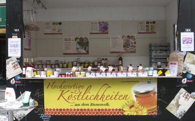 Verkaufsstand für Bio-Honig des Bio-Imkers BioBienenmann Josef Scheinast