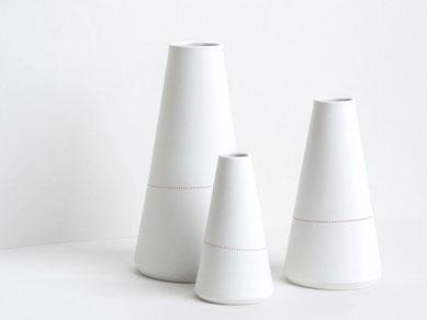 Kegel Vase Porzellan rote Linie