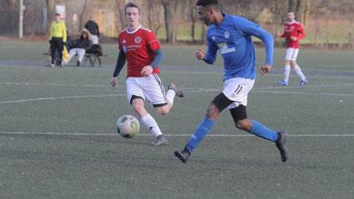 Mittelfeldduell: Micha Pfaff vs. Amadou Jaiteh