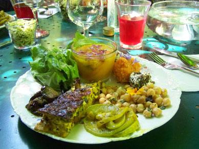 repas detente au jardin des Sambucs