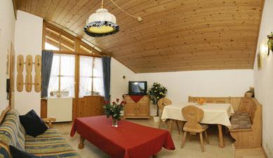 Wertach-Ferienwohnungen.de  Blick in den Wohnraum Ferienwohnung Wolfsbau