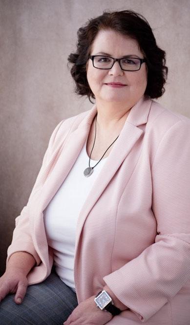 Katharina Brunner, Inhalberin Maevis Consulting