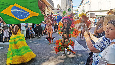 Groupe de danse brésilien pour donner le sourire aux chauriens
