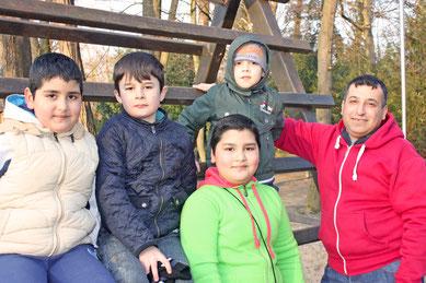 Sobald die Sonne lockt, legt Abbas Mudschahed mit den Kindern des Herzberger Asylbewerberheims eine Stippvisite im Tierpark ein.