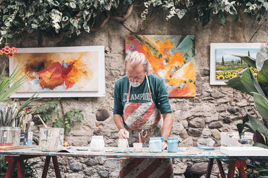 Alter Mann arbeitet, Künstler, Altersteilzeit