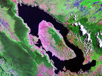 le lac Toba, ce qu'il reste de la caldeira du supervolcan