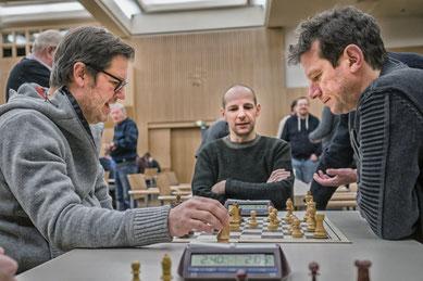 Beim Aufwärmen Klaus Theuretzbacher und Gerald Herndl unter dem strengen Blick von Joachim Dornauer