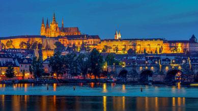 Die Prager Burg bei Nacht, Bild: Pixabay