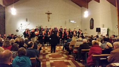 Der Chor Kreuz & Quer aus Beltheim beim Jubiläums Konzert...