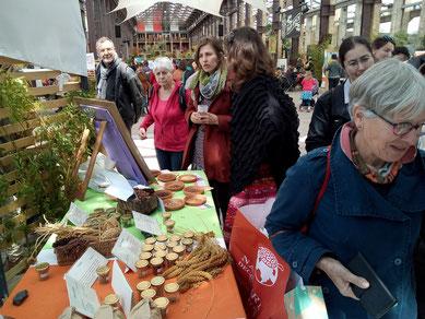 distribution de semences de sorgo à Nantes le 30 avril (manifestation initiée par le mouvement Colibri sur la transition écologique)