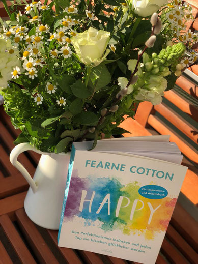 The Booklettes, Fearne Cotton, Happy, Isabell Hensel