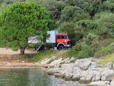 Stellplatz direkt am Wasser in Pag - Kroatien