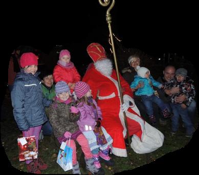Der Nikolaus zeigte sich 2013 höchst persönlich im Klinzer Alpenländle. Dieses Jahr sah man ihn nicht, aber er hängte wieder, ganz heimlich, etwas an den Weihnachtsbaum in Klinze City.