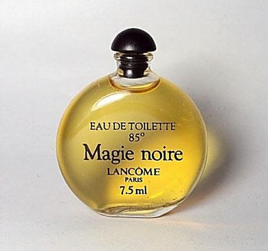 """MAGIE NOIRE - EAU DE TOILETTE 85°, 7,5 ML - MINIATURE FORME """"MONTRE"""", SERIGRAPHIE NOIRE, BOUCHON PLASTIQUE NOIR"""