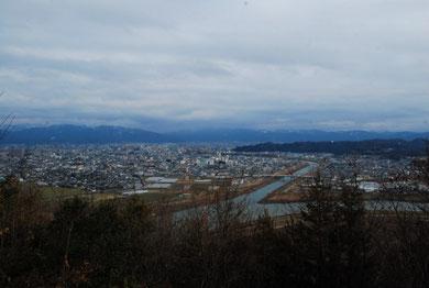 第二展望台からの福井市の展望・・・手前は日野川と足羽川の合流点