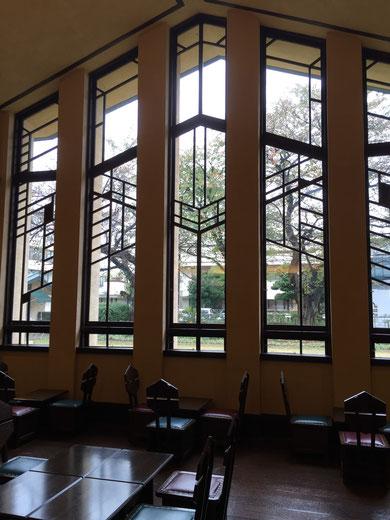 自由学園・明日館のホールではお茶を頂く事が出来る。