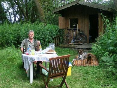 Zünftiges Frühstück im Jagdrevier!