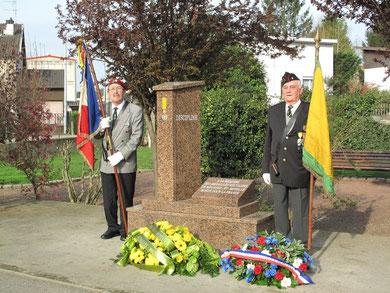 Les porte-drapeaux de la 84° SLMM Longwy-Luxembourg - pour l'occasion nous avions le  drapeau de 1910 (jaune et vert) et celui de l'ex-1131° Luxembourg (fusionné en 2001 avec la 84°)