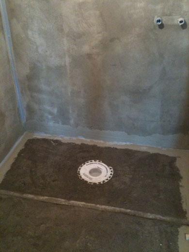 Begehbare Dusche im Rohzustand