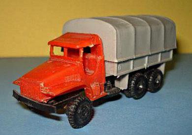 2057 Camión GMC con toldo