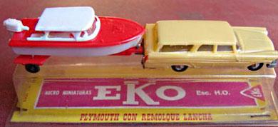 2055 Plymouth con lancha