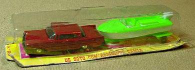 2054 De Soto con canoa