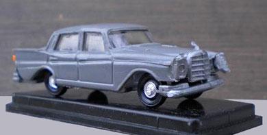 2074 Mercedes 220