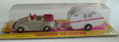 2061 Volkswagen cabriolet con caravana