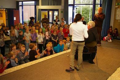 vor den Grundschülern in Unna-Billmerich