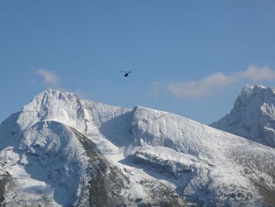 Hélicoptère au-dessus de l'Aiguille