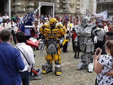 carnaval parade robot futuriste cavalcade corso transformers