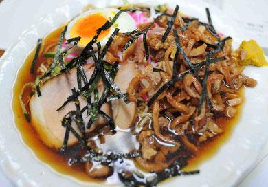 桜井食堂の冷やし中華。かなり酸っぱめのスープだが、暑い夏には最高ですね。
