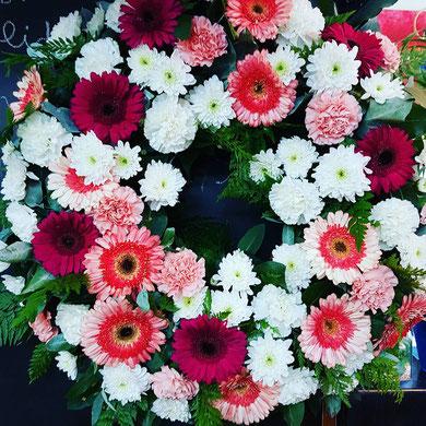 Corona de flores variadas pequeña aro 50 cm PVP 90 € ref COR03