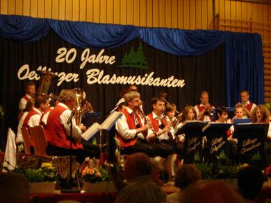 Die Oellinger Blasmusikanten präsentieren sich bei ihrem Festabend