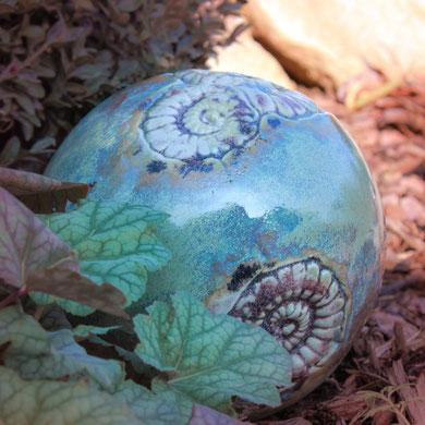 Garten-Kugel aus Keramik