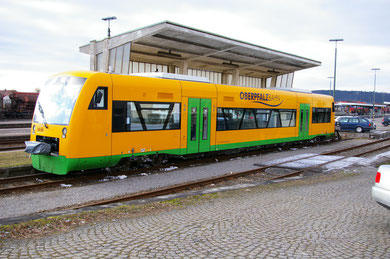Regio-Shuttle in Schwandorf vor der Tankstelle
