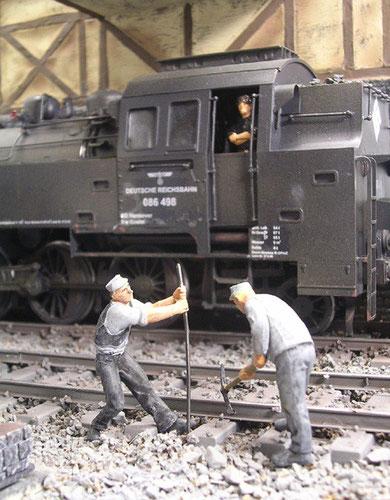 Zwar grob im Schnitt, aber die einzigen wirklichen Eisenbahnarbeiter in dem Maßstab