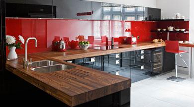 cucina fatta a studio warren a Londra in parapan lucido nero