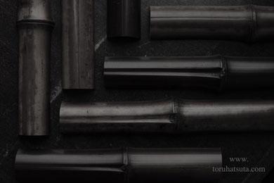 茶杓の中央を貫く煤竹の樋(ヒ)