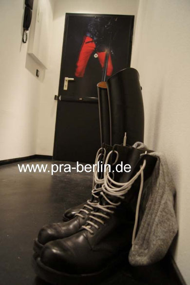 caoutchouc, cuir noir, bottes, wescos, dehners