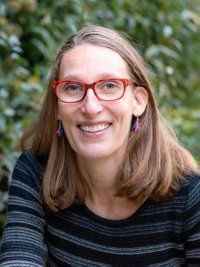 Kathrin Arnold, Diplom-Designerin, entwirft für dich