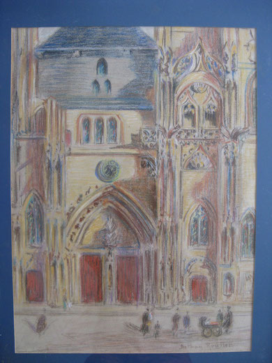 Vue d'une partie de la façade principale de l'église Saint Ouen à Pont-Audemer dans l'Eure.