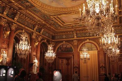 パリ市庁舎式場内