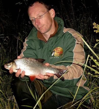 Auch dies ist ein Aland, hat im Gegensatz zum Rotauge kleinere Schuppen, gefangen im July 2011.