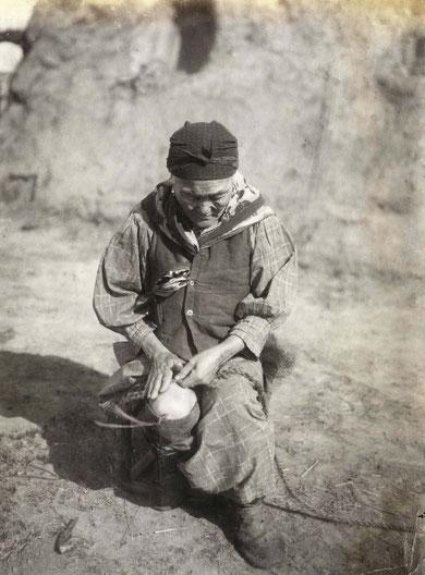 Изготовление волосяной веревки. Якутия